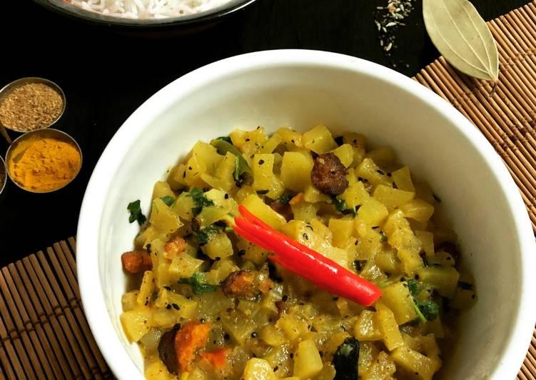 Recipe of Homemade Pepe Shukto (Raw Papaya Curry)
