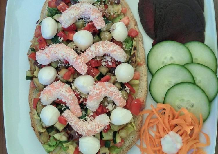 Bruschetta de verdura, mozzarella y langostinos con parmesano