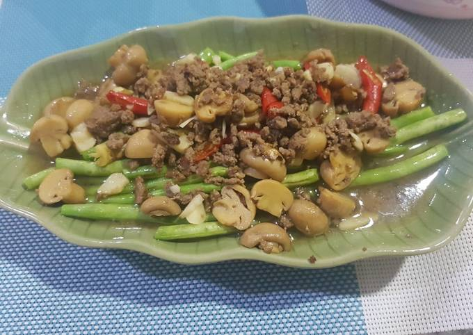Baby buncis tumis daging sapi cincang