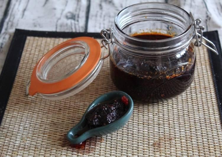 Recipe of Super Quick Homemade Thai Chilli paste (Nam Prik Pao) 🌶
