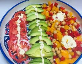 Ensalada de Garbanzos con Pimientos, Aguacate, tomate!