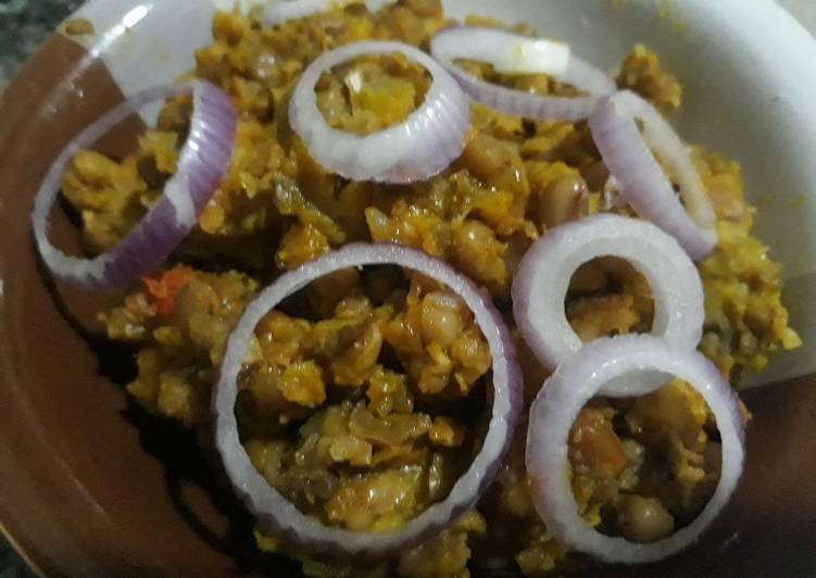 Foods That Can Make Your Mood Better Porriage beans with onion