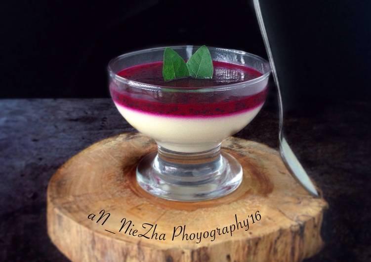Pannacotta Vanilla Dengan Buah Naga