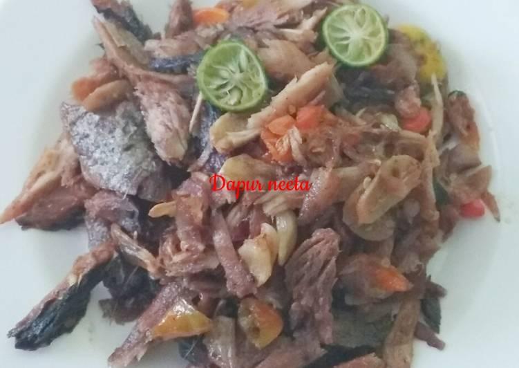 Suwir tongkol sambal embe rawit merah