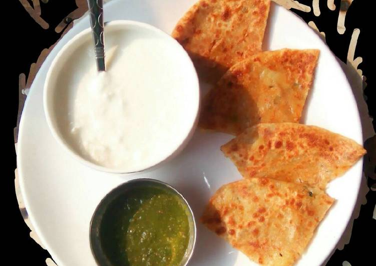 Aaloo pyaaz paratha with curd and garlic chutney
