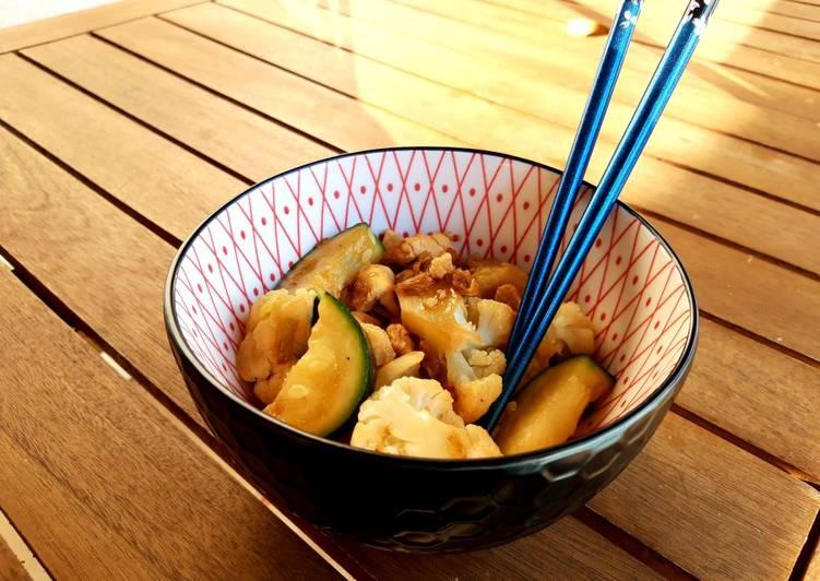 Wok de puerro, coliflor, calabacín y pollo