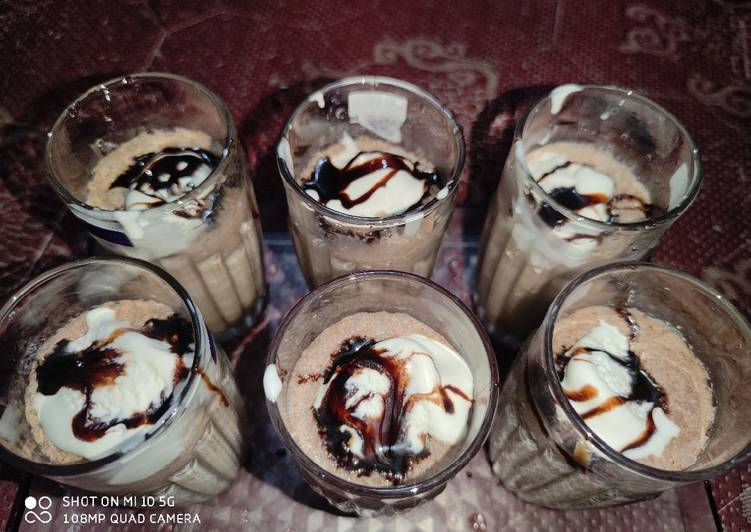 10 Minute Step-by-Step Guide to Make Quick Chocolate Shake with Ice Cream