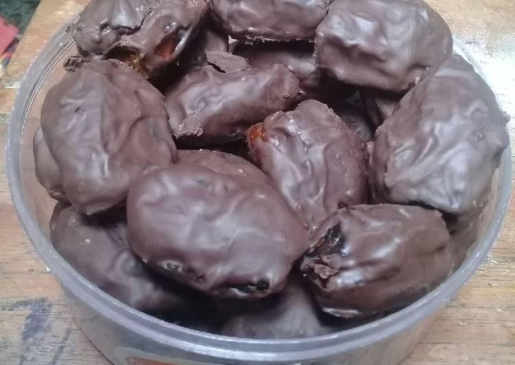 Bagaimana Membuat Kurma cokelat isi mede yang Enak Banget