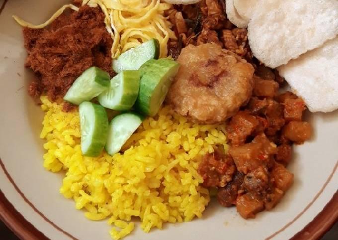 Nasi Kuning Komplit (pakai rice cooker)