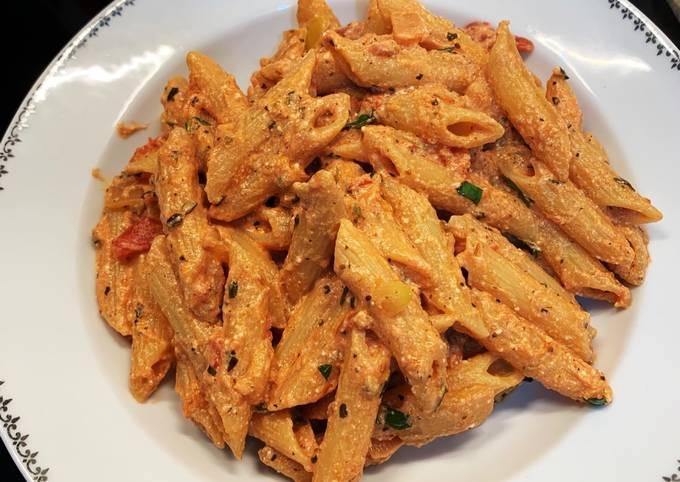 Penne sauce crémeuse ricotta tomate et basilic