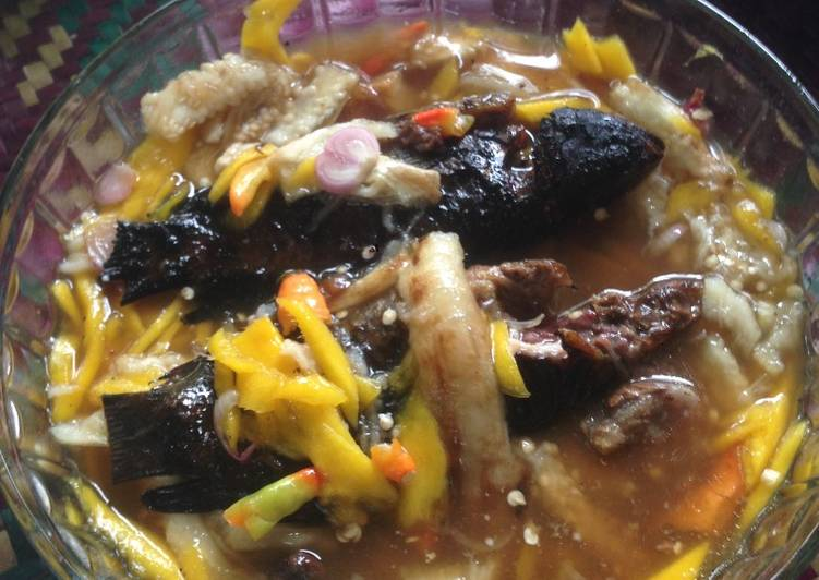 Cacapan mangga muda ikan papuyu (khas Banjar)