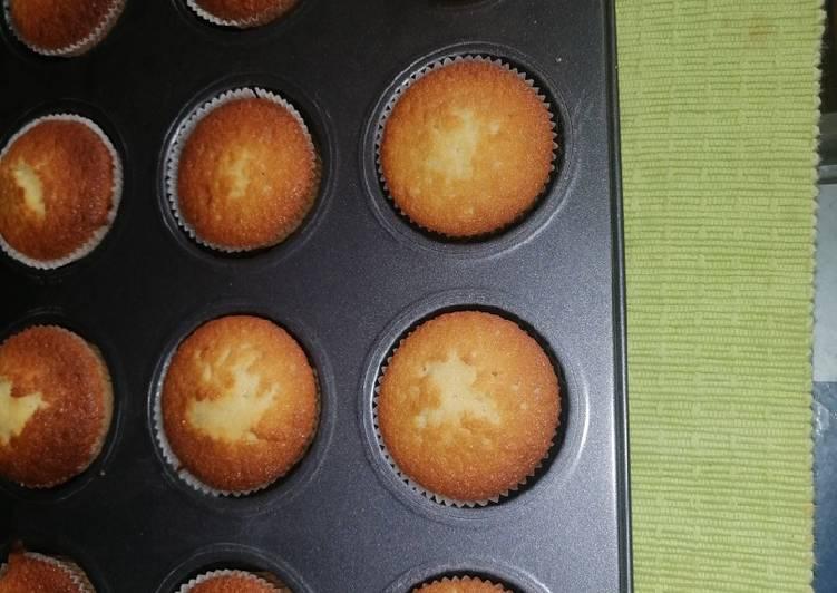Vanila cup cakes