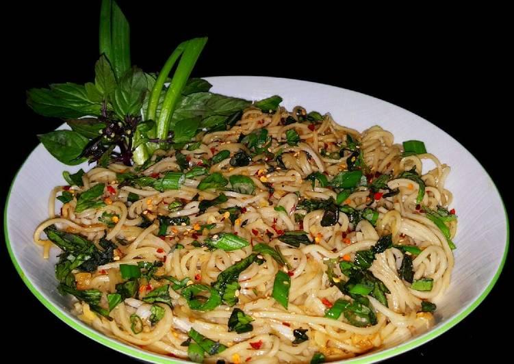 Mike's Extreme Garlic Thai Ramen Noodles