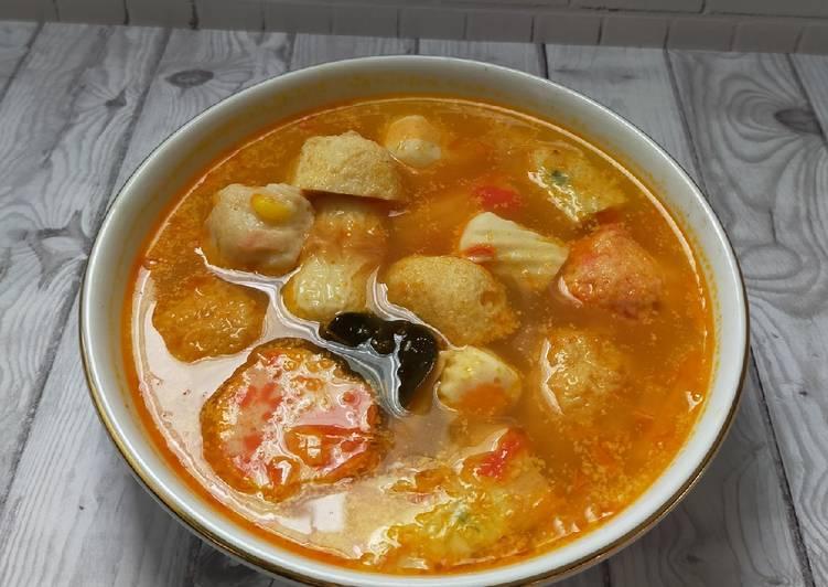 Tom Yum Bakso Seafood