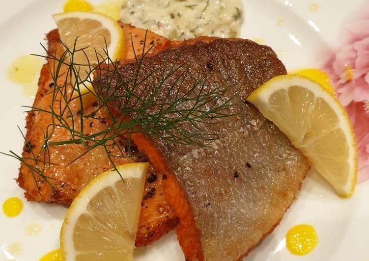 Crispy salmon with lemon butter & tartar sauce!