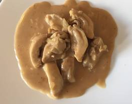 Contramuslos de pollo con salsa de crema de orujo