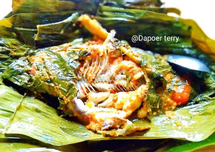 Pepes ikan mas daun kemangi super pedas