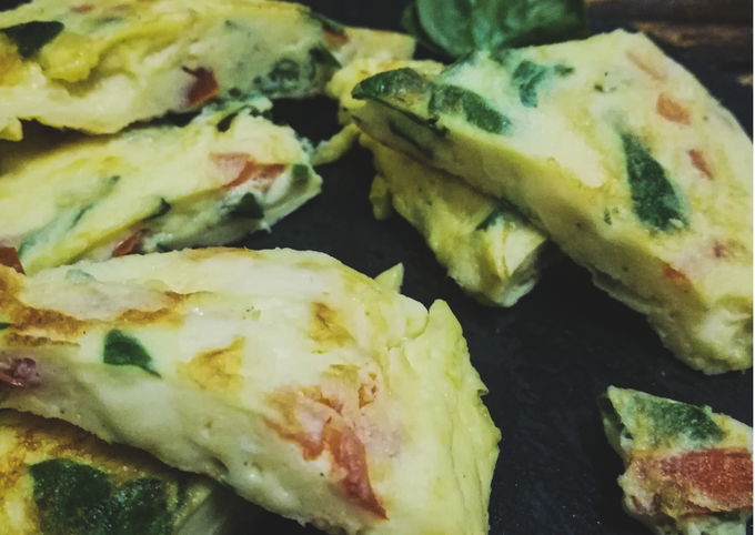 Omelet with spinach & tomatoes