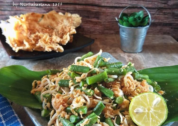 Lawar Ayam-Bali