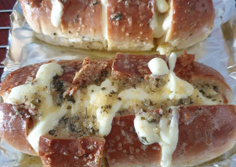 Cream Cheese Garlic Bread With Tuna