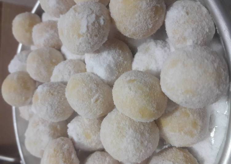 Putri Salju Keju Lumer / Cheesy snow ball (by.tintinrayner)