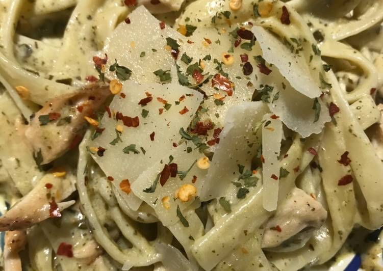 Easy Creamy Basil Pesto Alfredo Fettuccini with Chicken