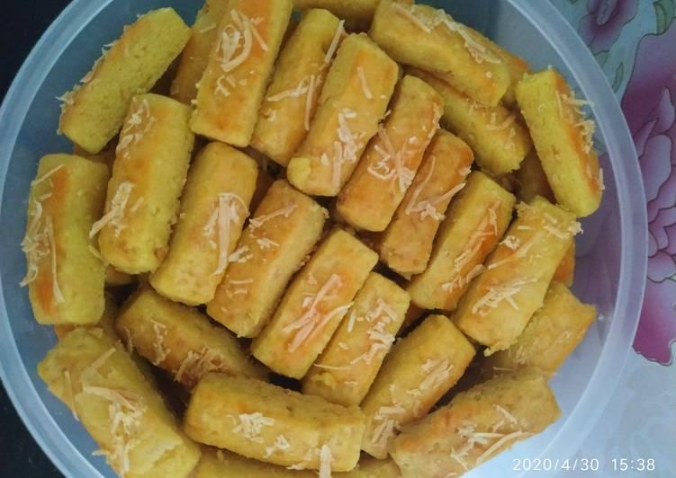 4. Kastengel (kue keju)