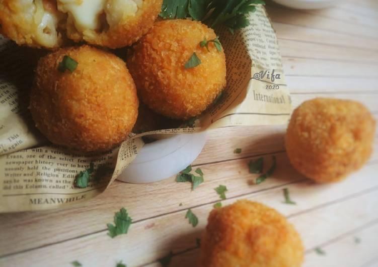 Macaroni Cheese Ball