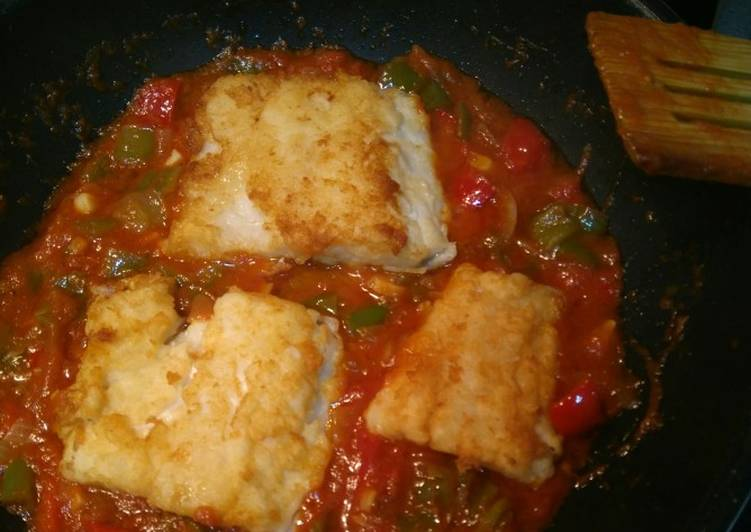Step-by-Step Guide to Make Super Quick Homemade Fried cod with tomato sauce