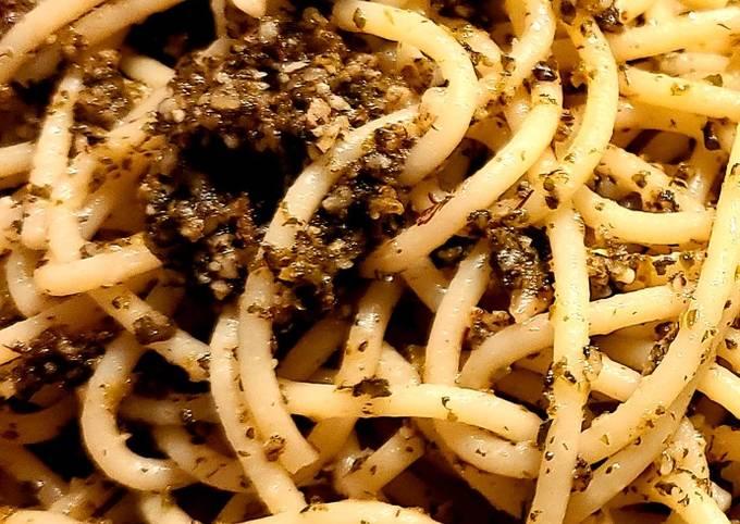 """Mojo's """"Catnip"""" Special Pesto Pasta"""