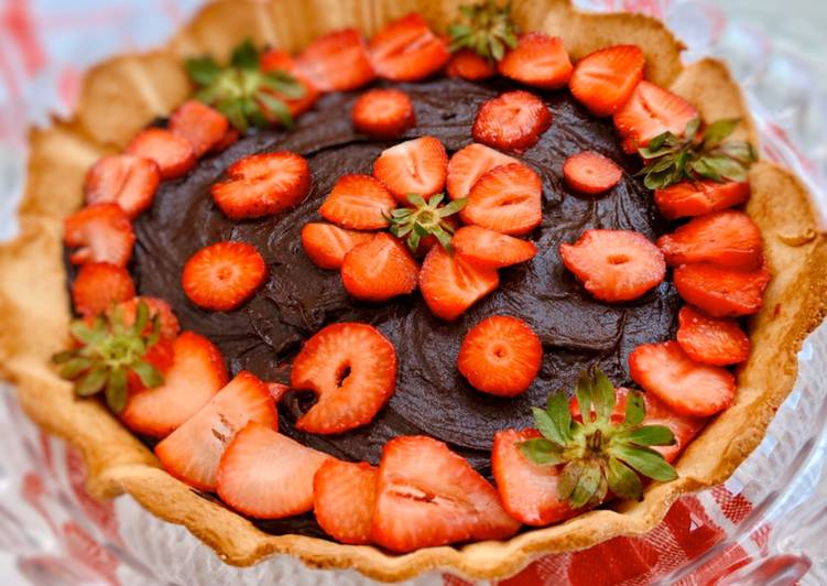 Ricetta Crostata con crema al cioccolato e fragole