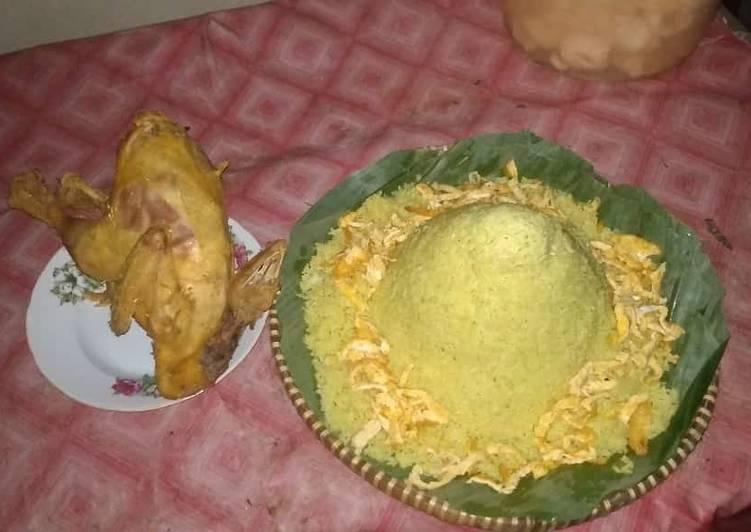 Tumpeng nasi kuning sederhana