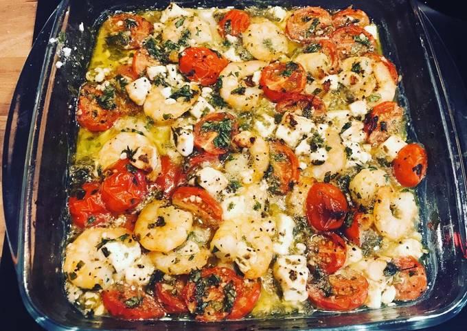 Crevettes à l'ail, feta et tomates cerises