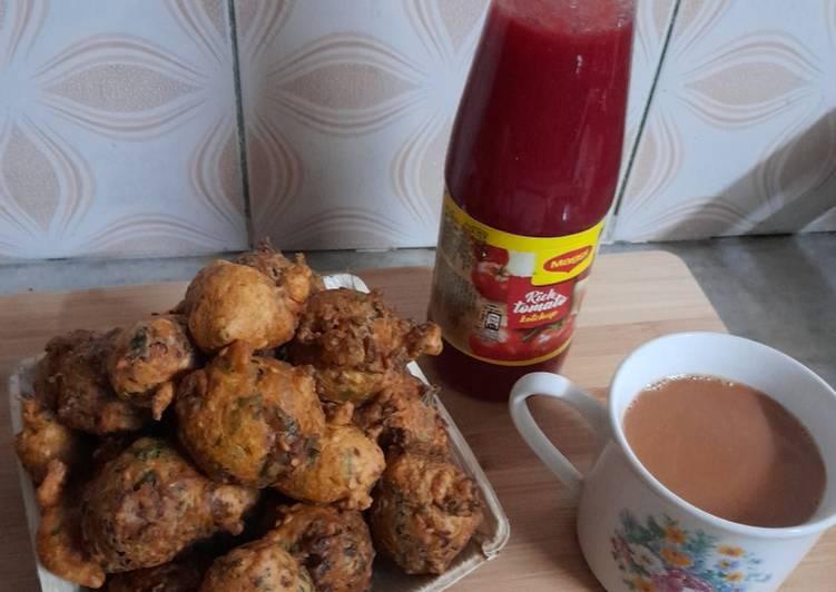 5 Minute Recipe of Winter Methi pakoda with tea