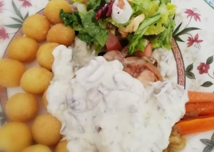 Receta fácil: Delicioso Pollo al horno con salsa de champiñones
