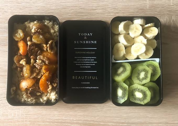 Oatmeal with Caramelized Bananas and Apricots