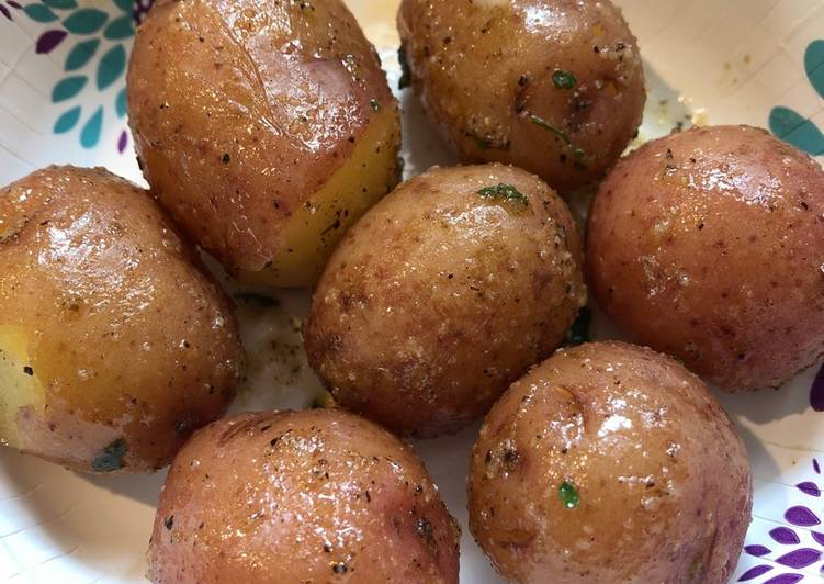 How to Prepare Perfect Boiled Red Baby Potatoes