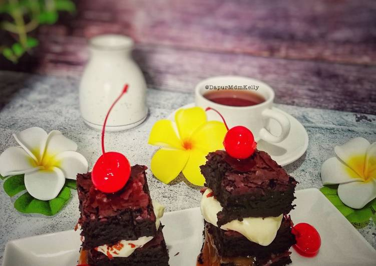Brownie bites with salted caramel and cream cheese #syedmunawwar