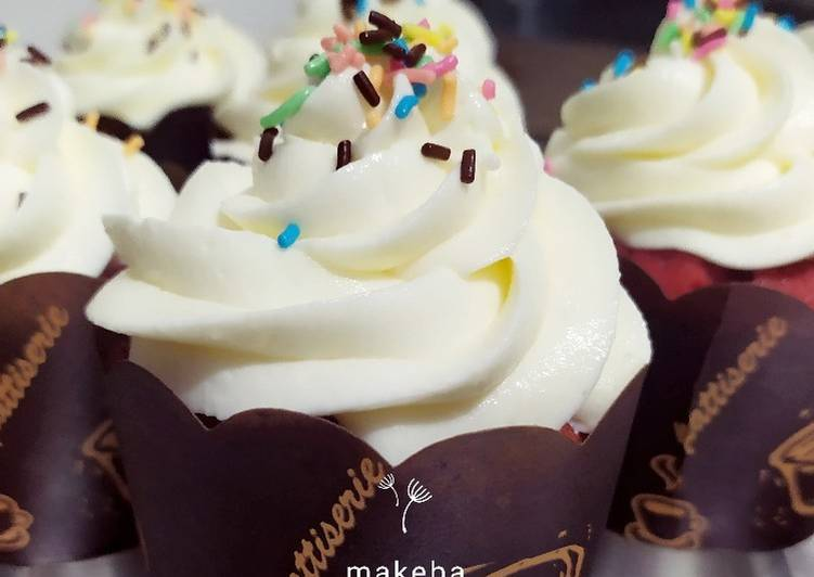 Ultimate Red Velvet Cupcake with Yoghurt frosting
