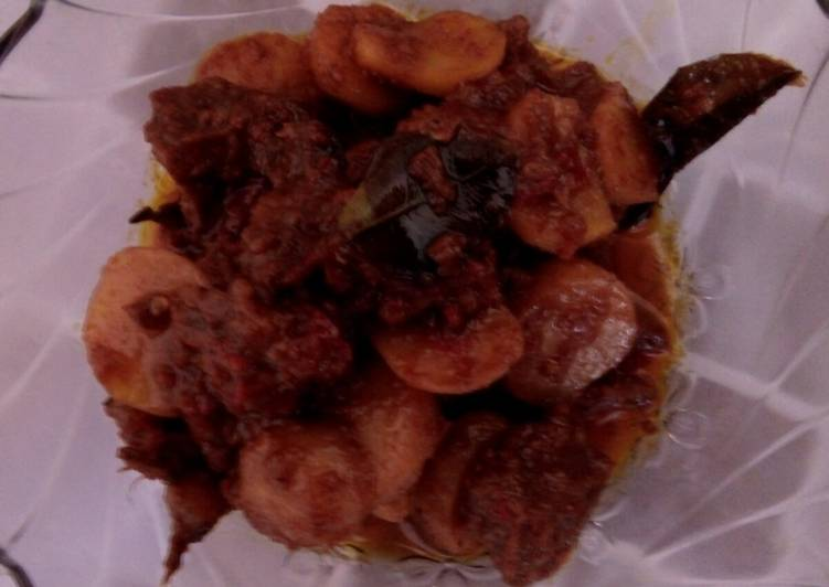 Rendang Daging Sapi mix Kentang Super Pedas