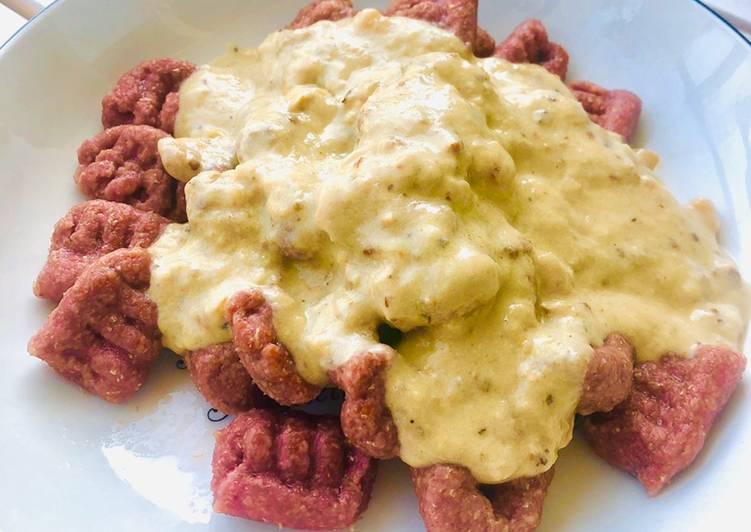 Gnocchi de betarraga con salsa de nuez (betarraga o betabel)