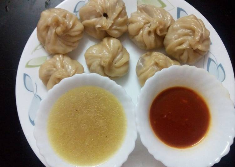 Chicken momo with soup and chutney