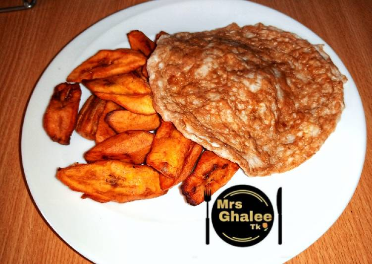 Fried plantain with egg