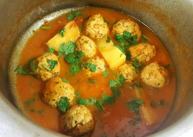 Recipe of Ultimate Chicken Meatball & Potato Curry/ Kofta Aloo �