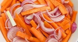 Hình ảnh món Món ăn vặt tốt cho sức khoẻ: cà rốt tươi và cà rốt chua ngọt