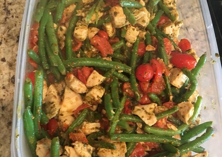 Pesto Chicken w/ Green Beans & Tomato