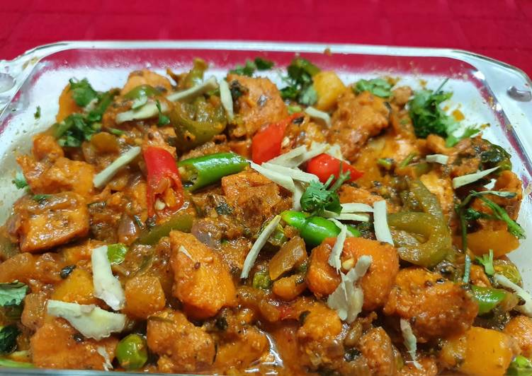 Spicy Chicken with Capsicum and Green Peas