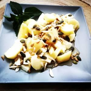 Desayuno saludable con mozzarella y mezcla de semillas