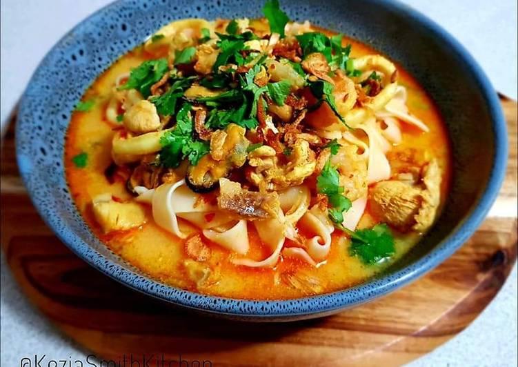 Laksa (rice noodle soup)