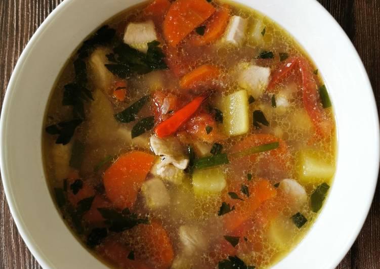Sup Ayam bersama Kentang dan Lobak Merah - velavinkabakery.com